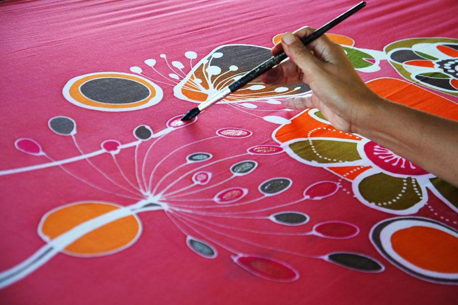Pinturas de tela para decorar tus prenda el blog de merceria sarabia - Como pintar sobre tela ...